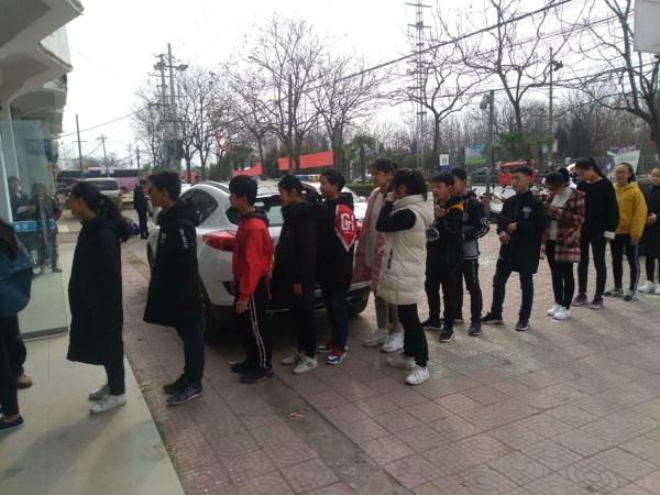 邓州:湍河派出所开通绿色通道为学生办理二代居民身份证