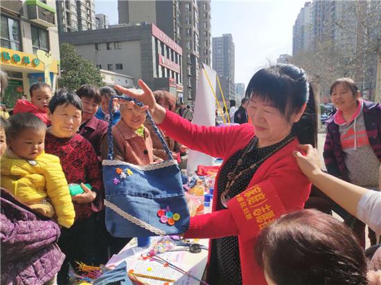 龙晖环保携手绿城妈妈进社区 共同举办环保活动
