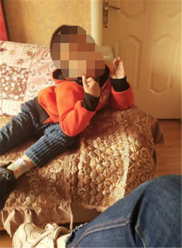 七岁男童神秘失踪 竟是在自家床底酣睡