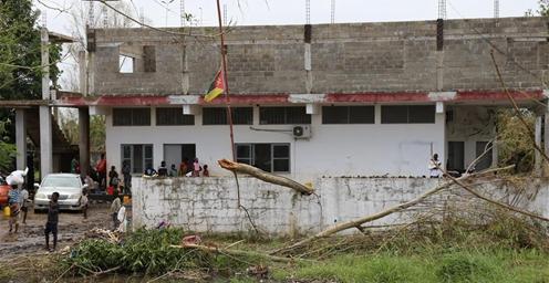 """莫桑比克:""""伊代""""过境后 人们艰难着手重建家园"""