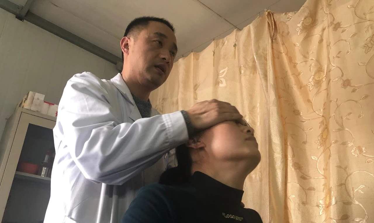 """""""神腿""""村医李俊鹏"""