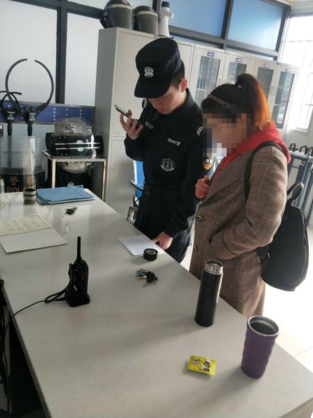 邓州特警队员及时帮异地游客挂失银行卡获称赞