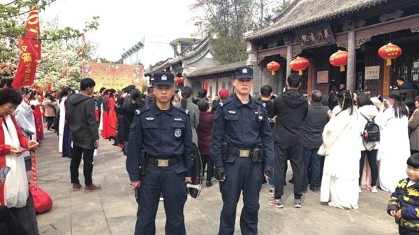 """邓州巡特警为""""豫西南首届花朝节""""保驾护航"""