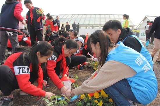 第八届河南省青少年立体植绿节在郑州举行