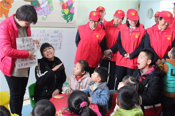 """邓州农商银行开展""""送温暖、献爱心""""志愿者活动"""