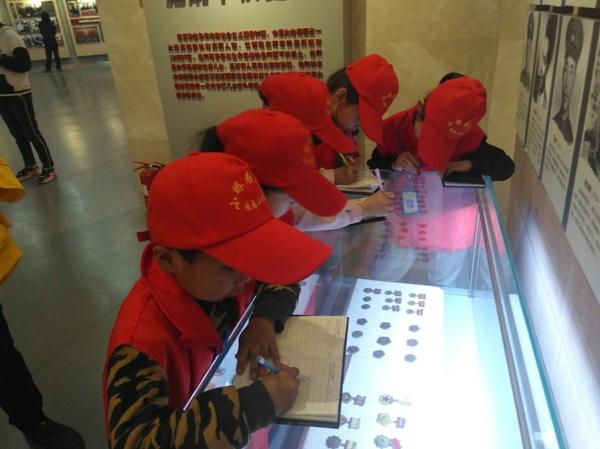 重温历史 见证强军之路——中华校园小记者走进河南省国防教育基地