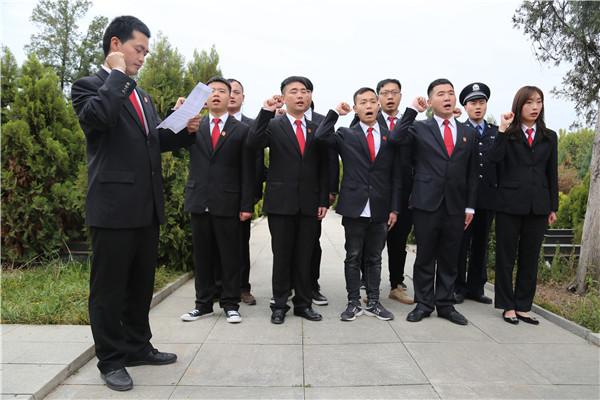 镇平法院举行清明祭扫烈士陵园和党员宣誓活动