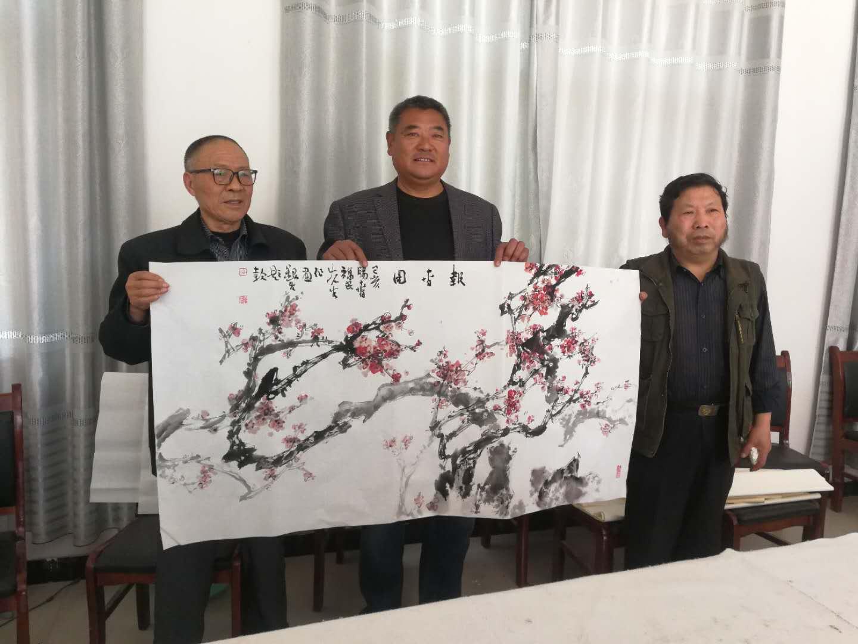 用画笔描绘新农村 柳河镇桃园关举办书画名家笔会活动