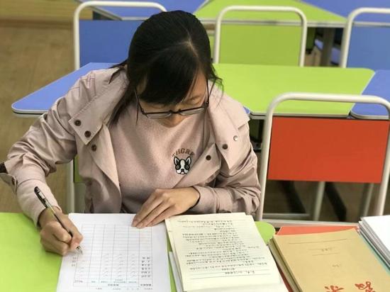 一点一滴抓常规 全心全意为发展 ——郑州高新区五龙口小学开展教案检查活动
