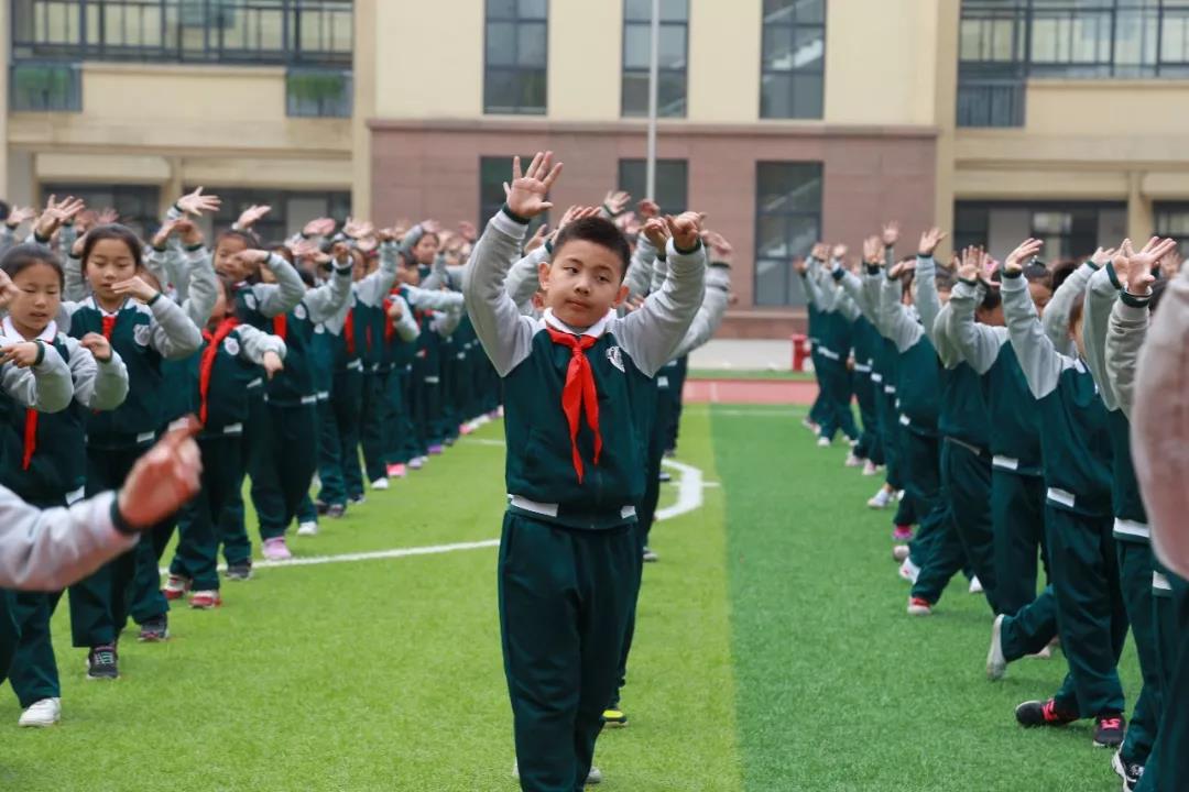一套戏曲广播操全国媒体都报道 郑州文源小学火了