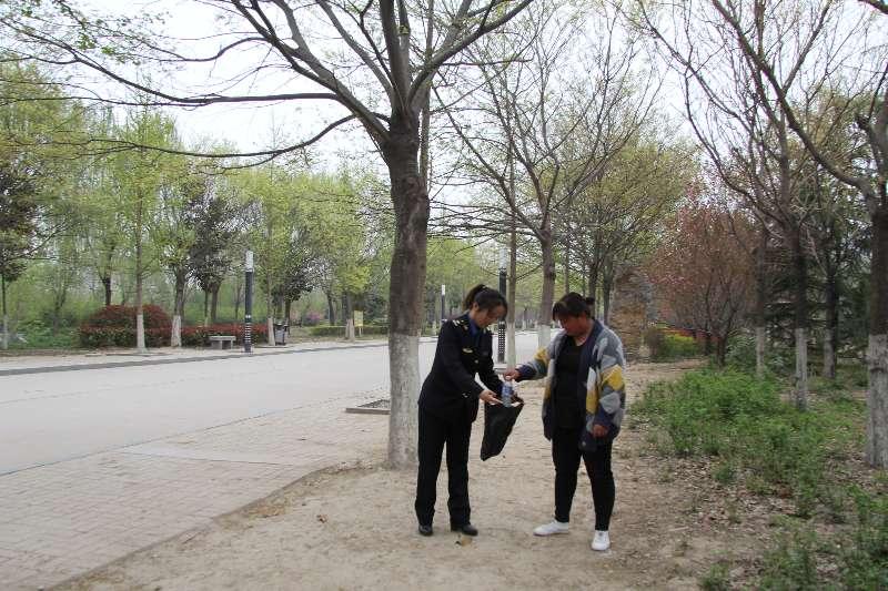 """虞城县城市管理局 开展""""文明出行 文明旅游""""宣传服务活动"""
