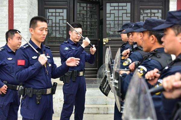 南阳市公安局教官组深入邓州一线送教