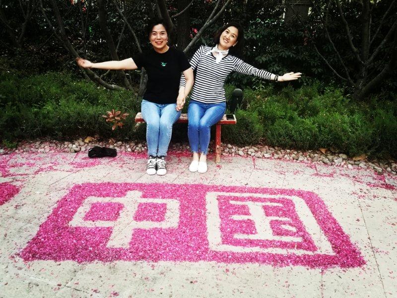 """点赞,虞城小伙伴用花瓣摆出""""中国"""",以此来表达爱国情愫!"""