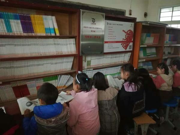 河南省百联企业文化服务中心4年捐赠图书10万多册