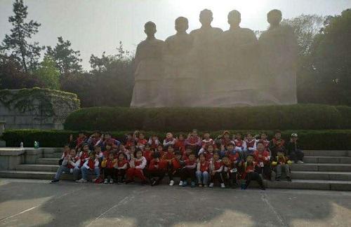 商丘市锦绣路小学到淮海战役纪念馆开展红色教育研学行活动