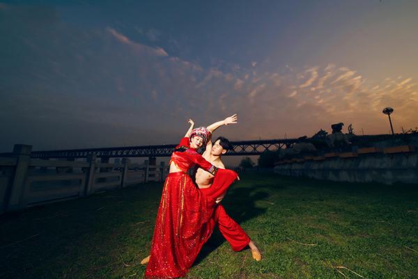 中国舞蹈家夏冰 月色醉芳草,靓影舞春风
