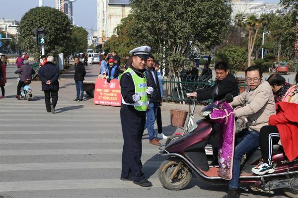 雷锋岗上的排头兵——邓州市公安局交警大队城区中队副队长肖仁尊