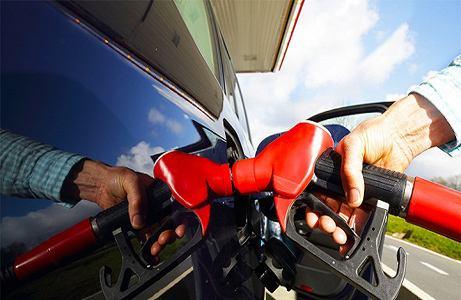 """成品油价今日或迎年内""""第六涨"""" 加满一箱油约多花7元钱"""
