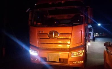 胆真大!郑州一半挂货车遮号牌躲检查 司机被扣12分