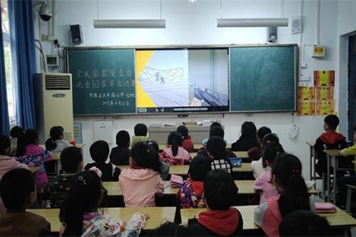 """郑州市中原区伏牛路小学举行""""4.15""""全民国家安全教育日普法宣传活动"""