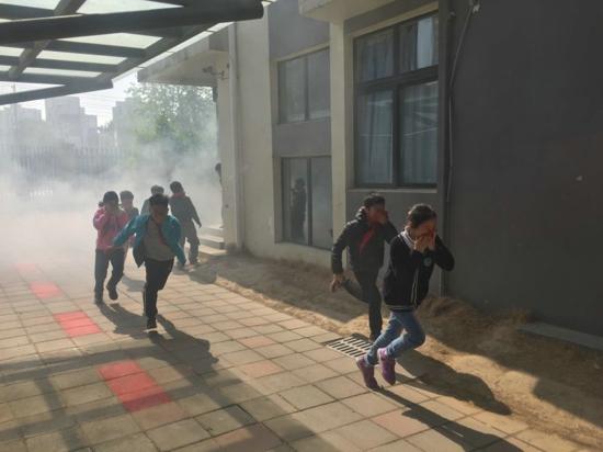 郑州高新区五龙口小学举行消防应急疏散演练活动