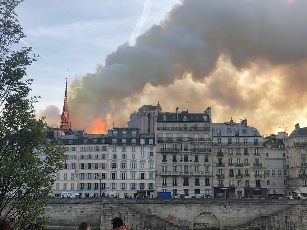 巴黎圣母院发生大火 恐损失惨重
