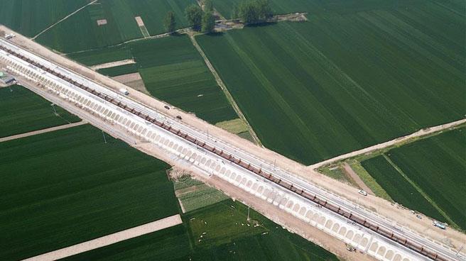 郑阜铁路安徽段全线进入铺轨阶段