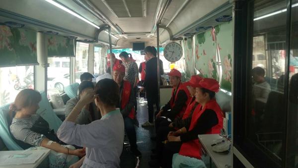 内乡县王店镇志愿者服务队积极开展义务献血活动