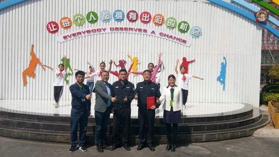 爱国守法遵守交通  文明出行珍爱生命 ——郑州高新区外国语小学交通安全宣传教育