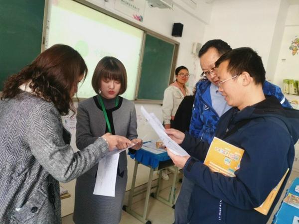 郑州高新区外国语小学召开2018-2019学年下期家庭教育讲座暨家长会