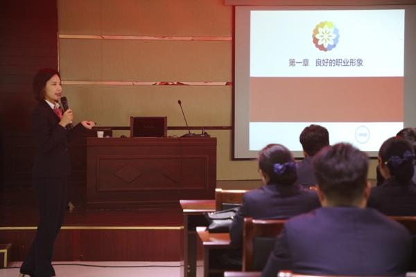 邓州农商银行成功举办大堂经理柜面业务知识培训班