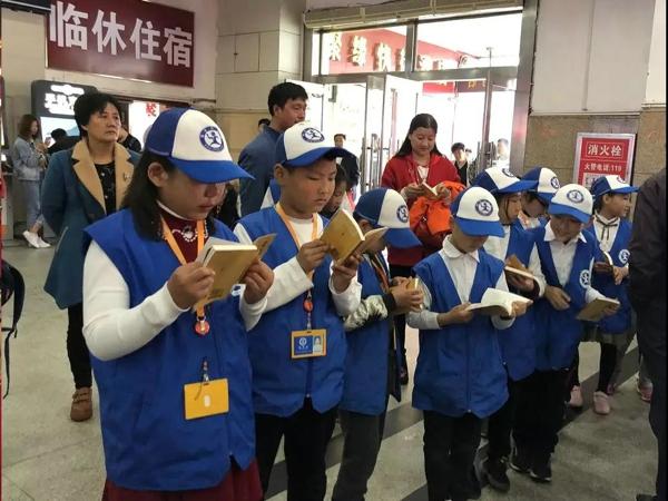 礼遇世界读书日 宋河教育基金会携新华小记者诵读经典