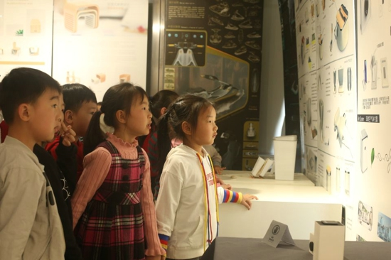 追溯民族文化渊源,探索世界科技未来 ——郑州高新区外国语小学一年级社会实践课程