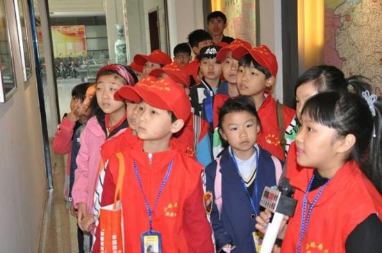 读万卷书,行万里路——中华小记者采访团走进郑州市交通博物馆