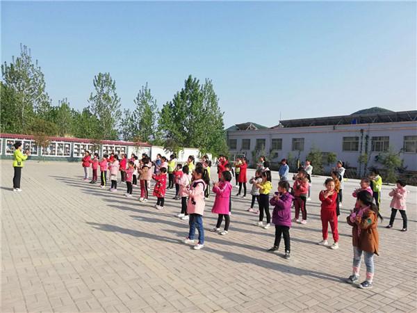 """内乡县艺术学校:""""教育微行动、舞蹈公益行""""助力教育扶贫"""