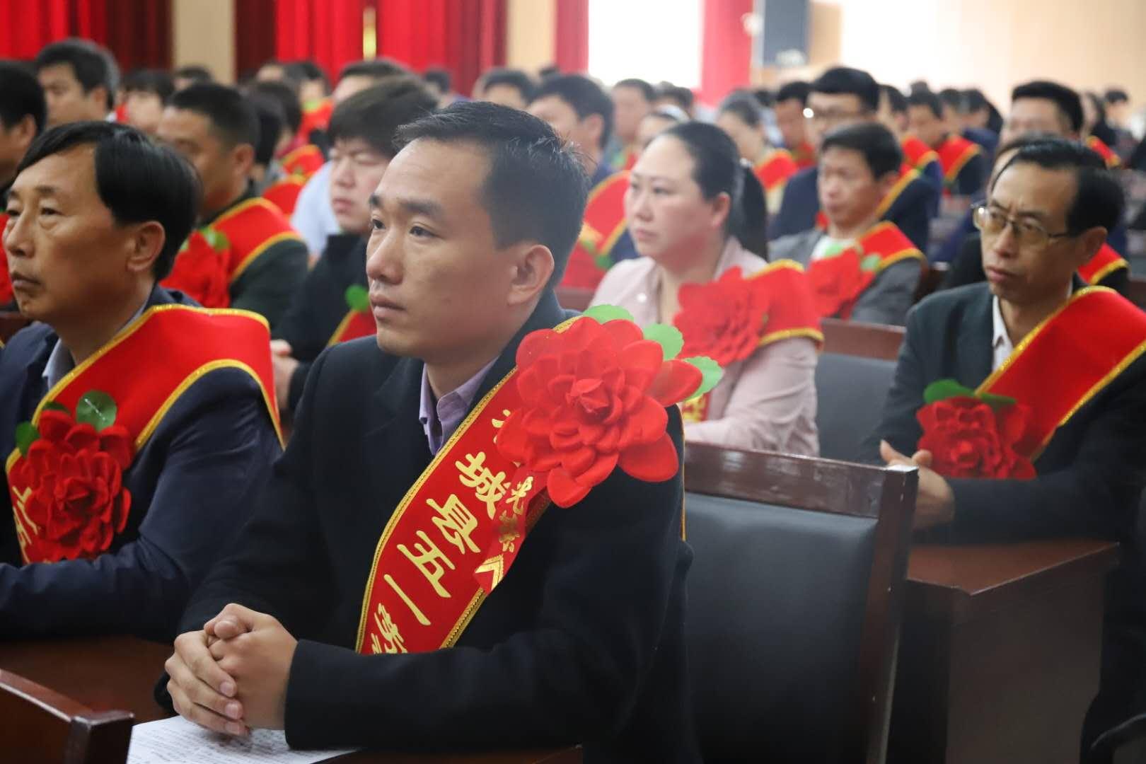 """柘城县总工会组织召开庆""""五·一""""表彰大会"""
