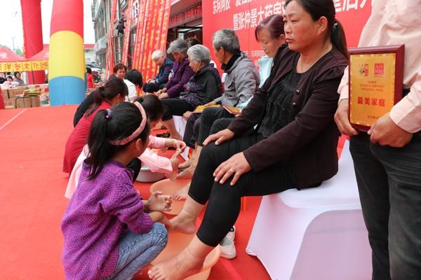 携手健康公益活动 与东阿阿胶同行 张仲景大药房邓州医圣堂店盛大开业
