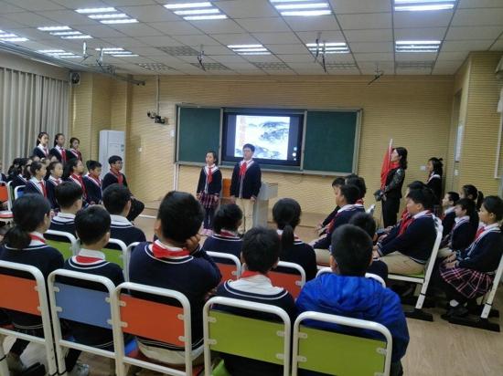 郑州高新区少先队总辅导员王亚坤一行到五龙口小学听课调研