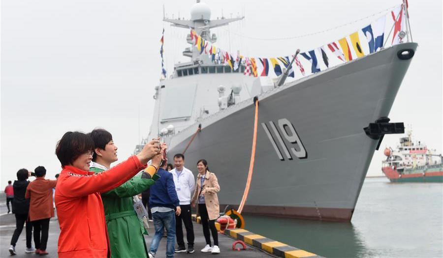 青岛举行多国海军舰艇开放日活动