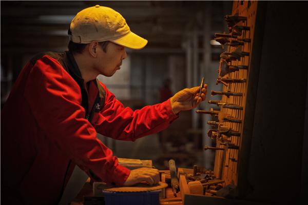 【守艺中华】厉红江:坚守工匠精神 传承红木文化