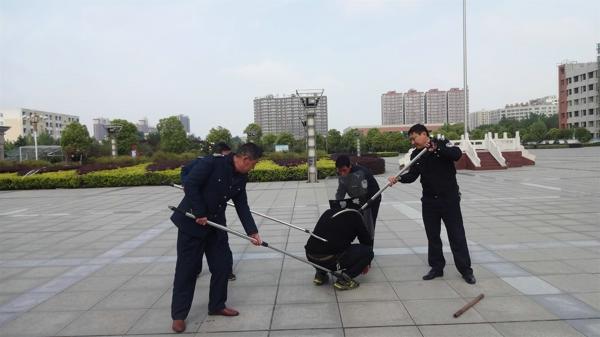邓州:湍河派出所联合辖区学校开展反恐防暴演练