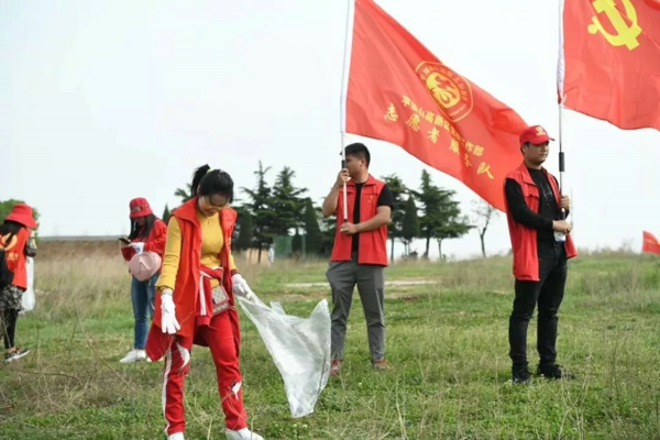 全民健身 活力满满 高新区工会组织开展迎五一登山活动