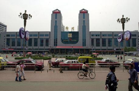 昨日郑州迎来返程客流高峰 铁路预计发送旅客69万人