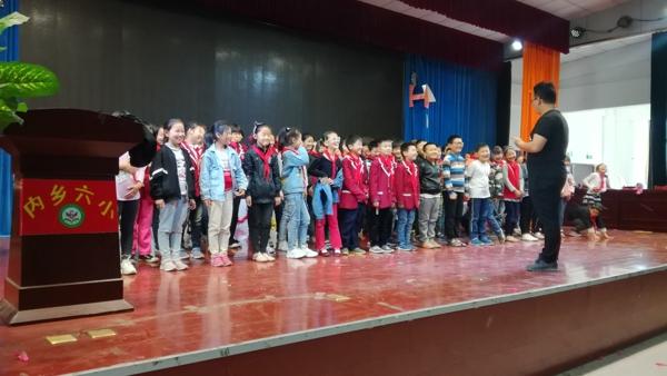 内乡六小:让贫困生在歌唱中提升综合素养