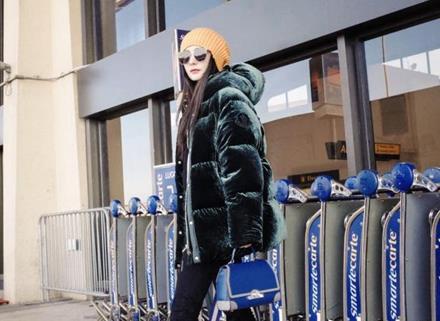 杨幂周冬雨都抢着背 这些手袋真这么时髦?