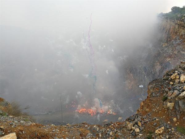 邓州市公安局成功销毁一批非法烟花爆竹